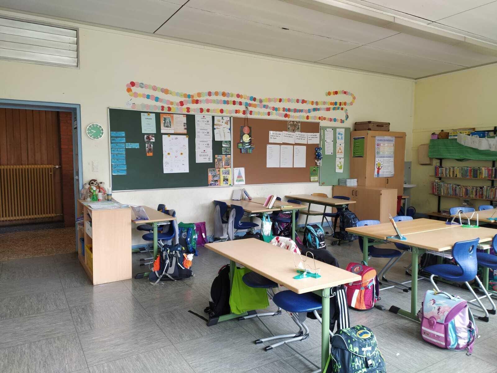 Ein Blick in einen Klassenraum am Teilstandort