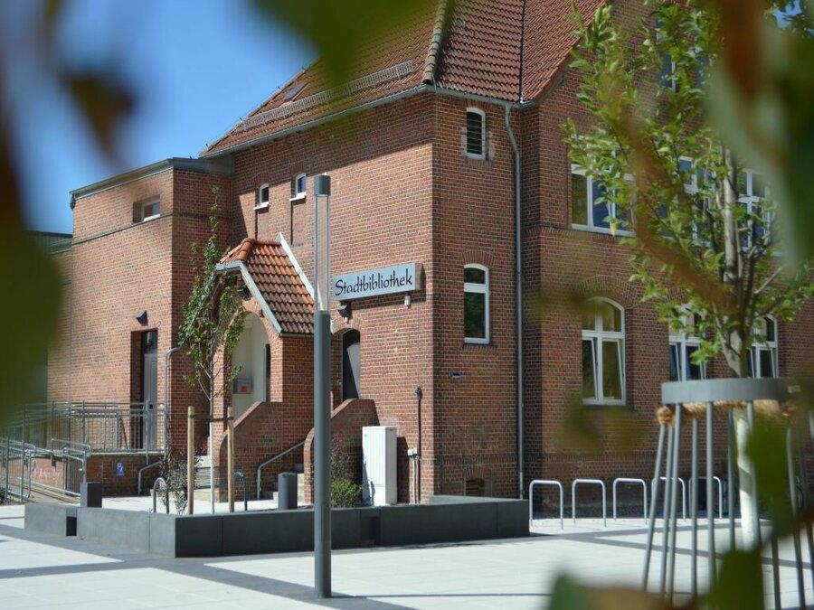 Stadtbibliothek auf dem Campusplatz im Zentrum