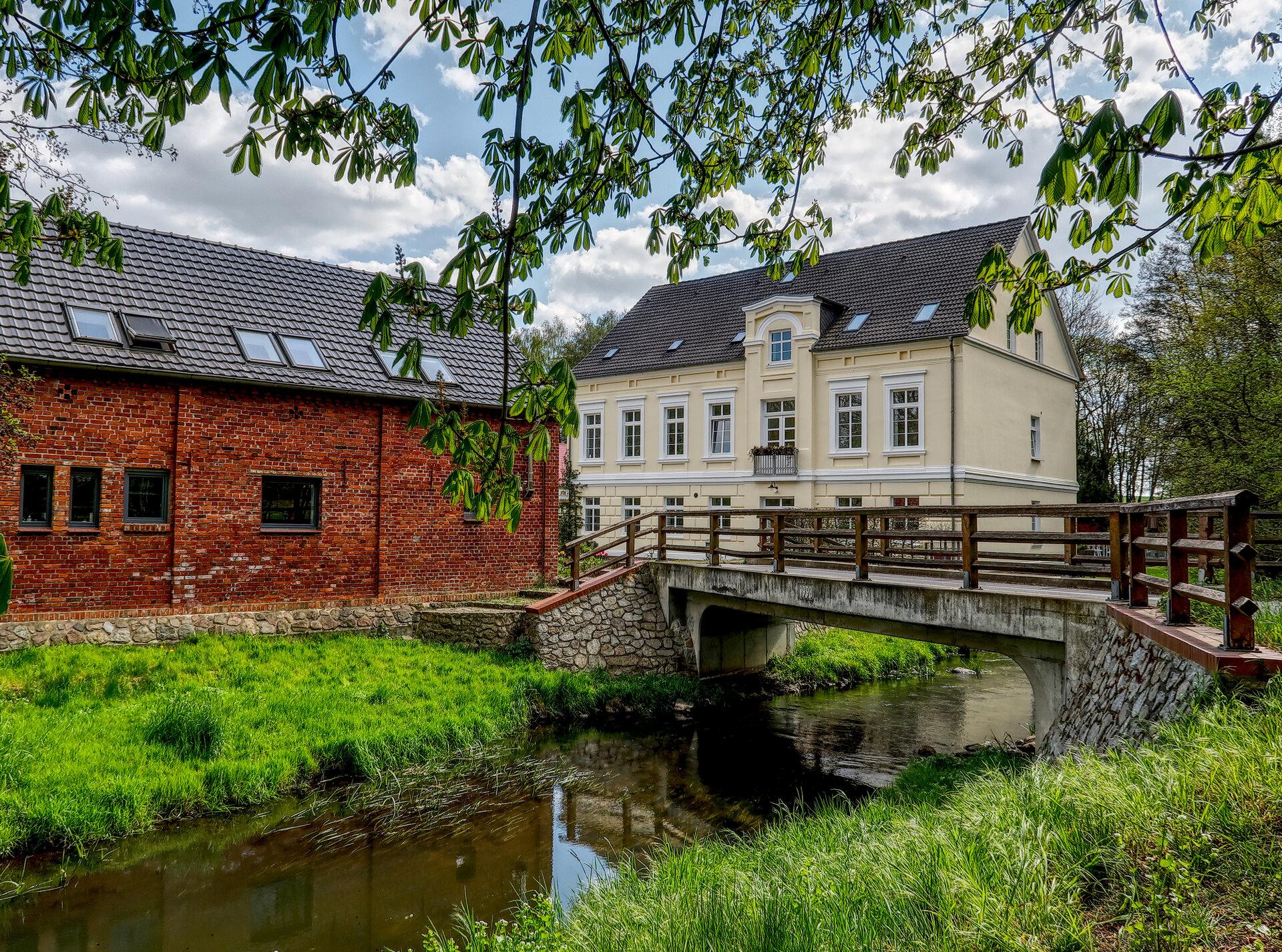 Flussabwärts: Die Schönhagener Mühle ist die letzte Pritzwalker Mühle am Lauf der Dömnitz. Foto: Lars Schladitz