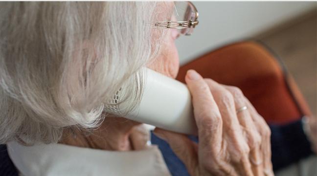 Bild zeigt Seniorin beim Telefonieren, Foto: pixabay