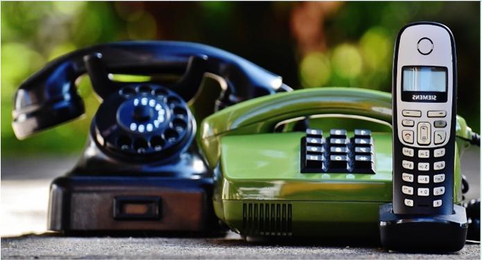 Bild zeigt 3 verschiedene Telefone, Foto: pixabay