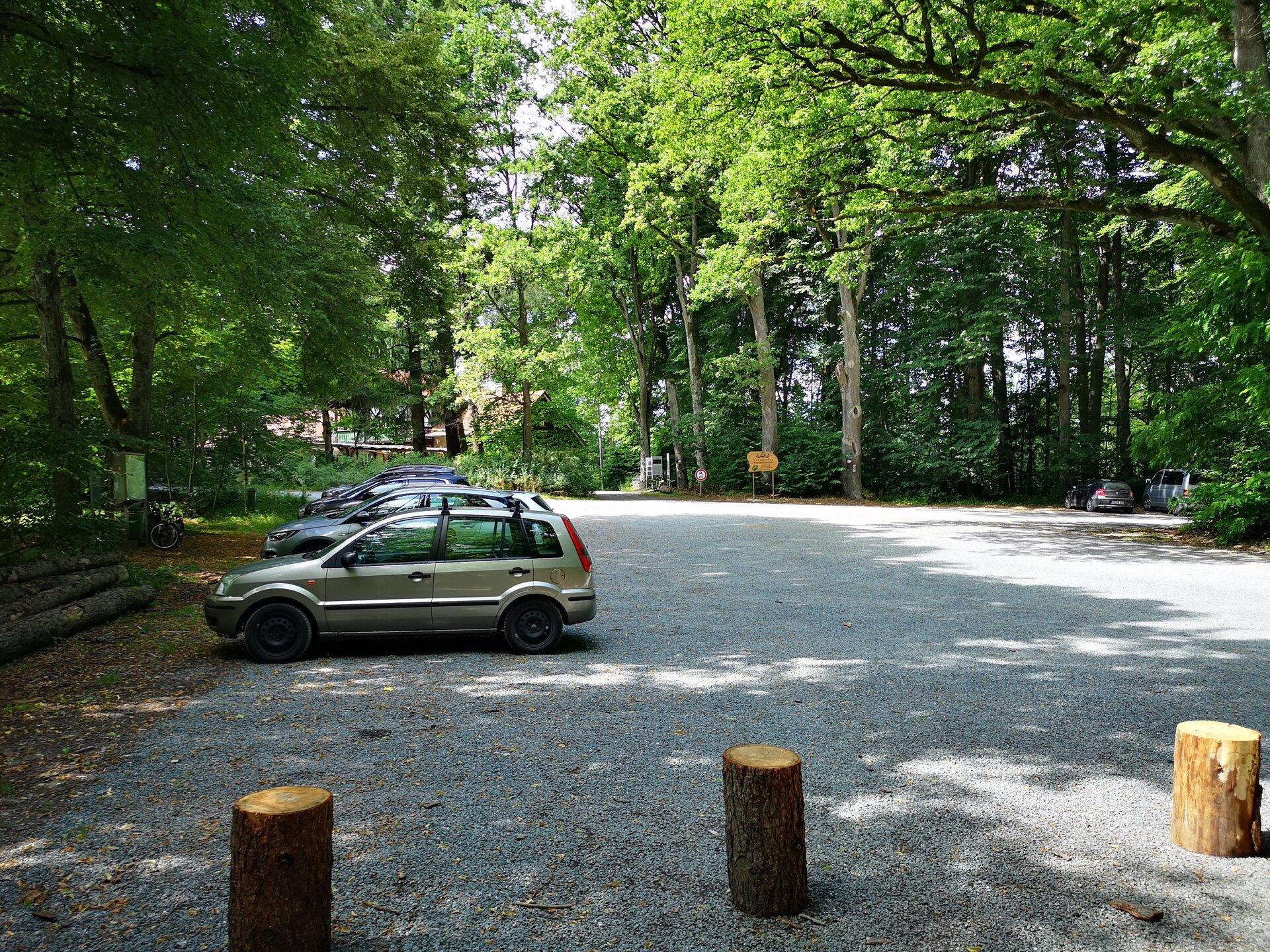 Bild Parkplatz Waldhütte