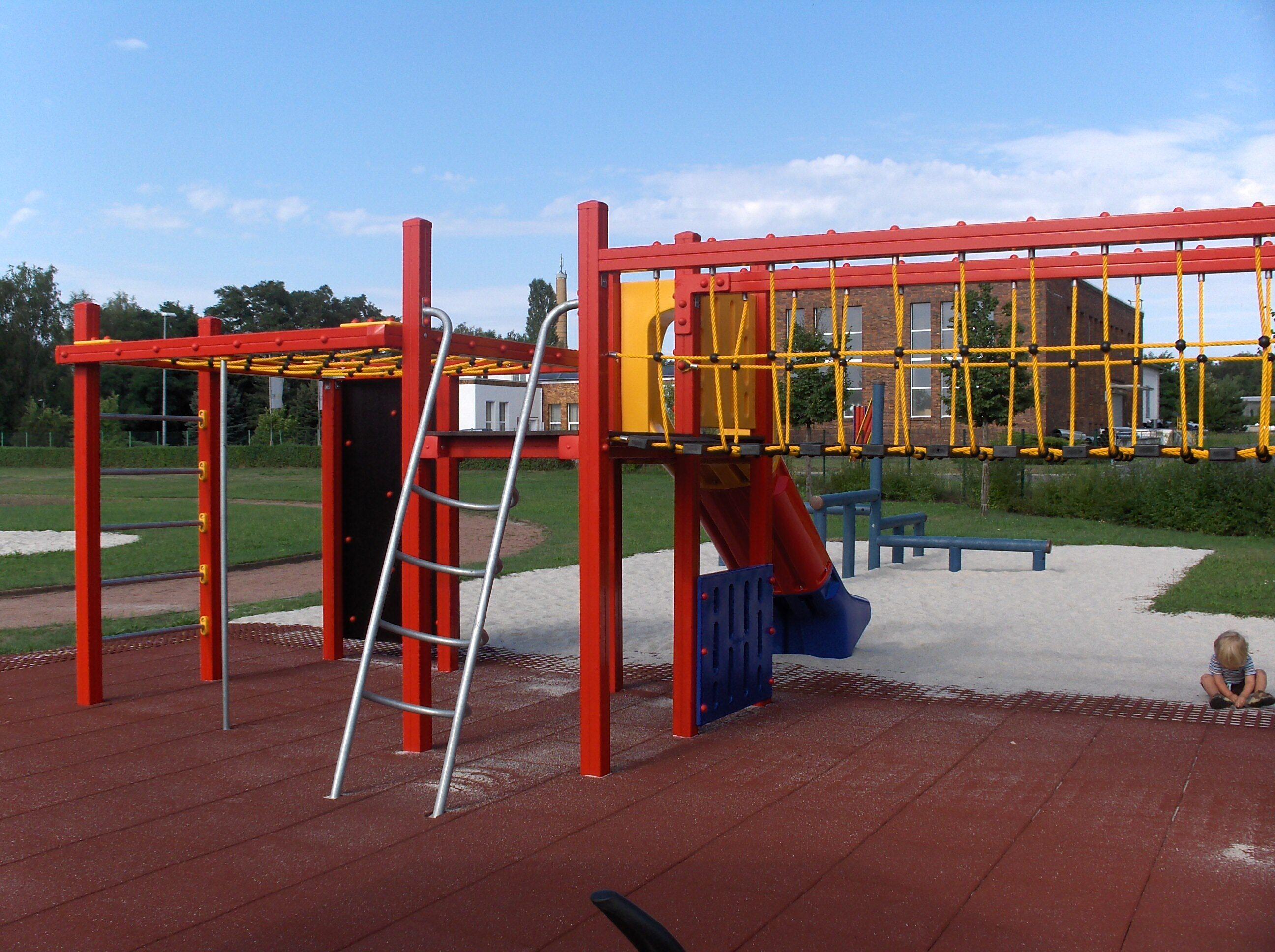 Spielplatz Tröbitz Klettergerüst