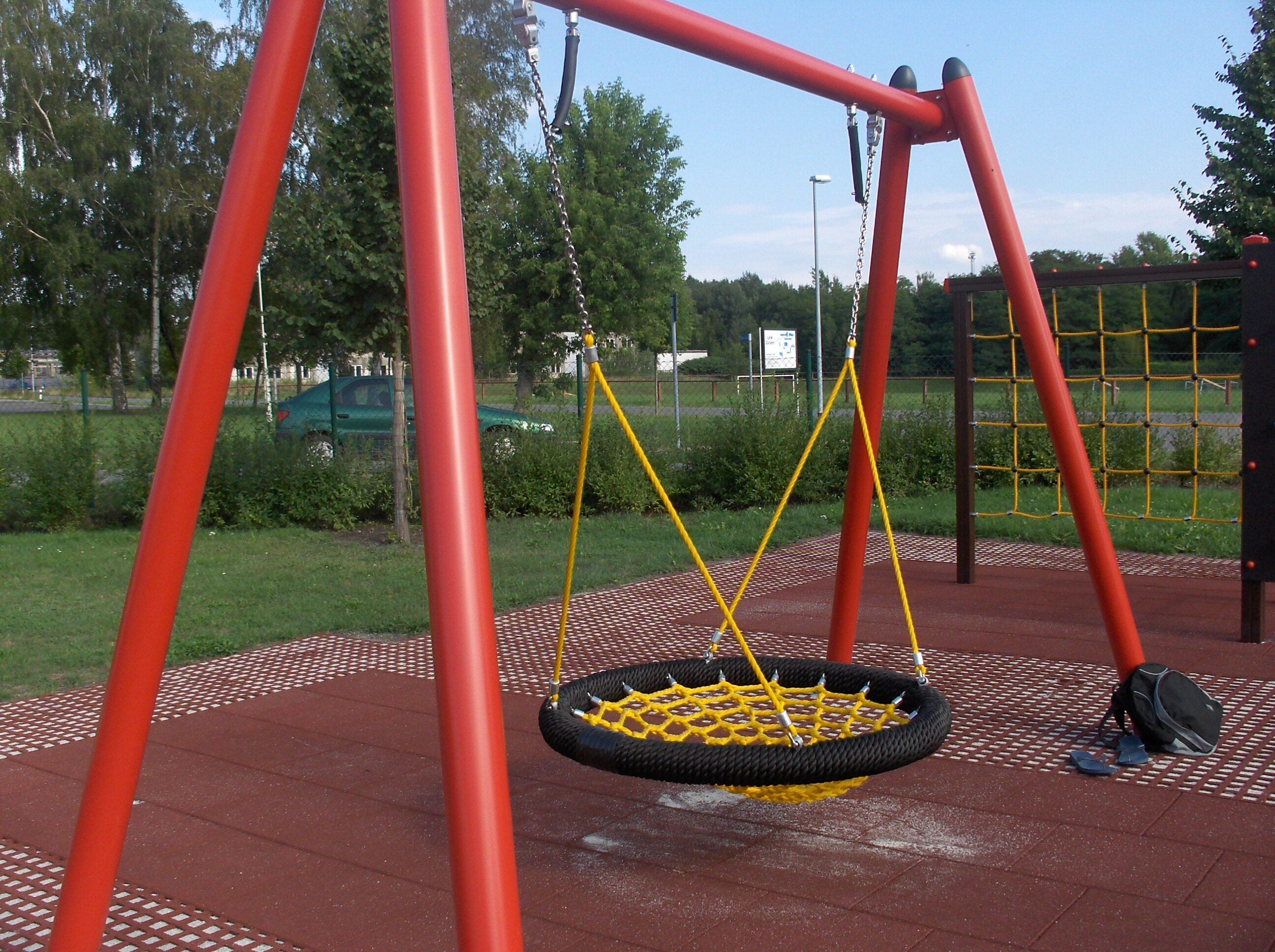 Spielplatz Tröbitz Nesetschaukel
