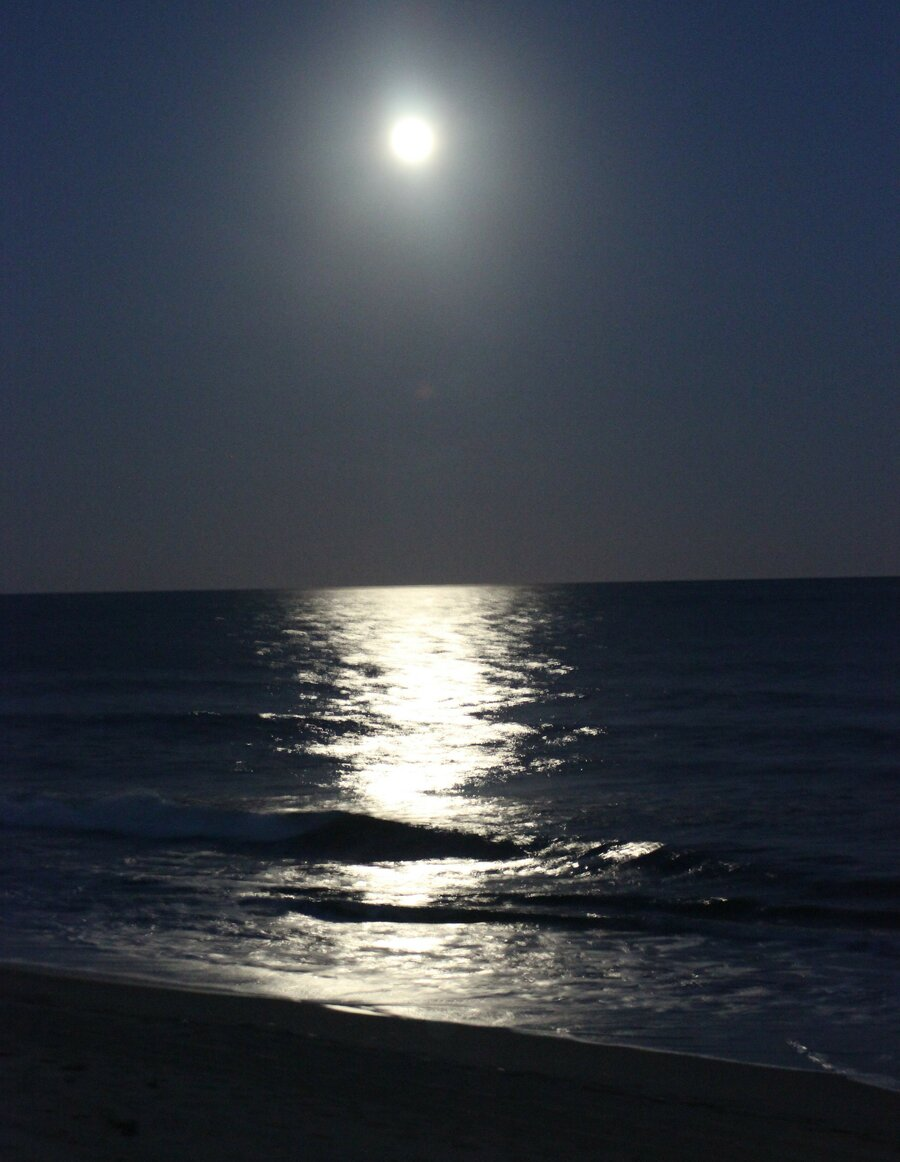 Mond am Strand