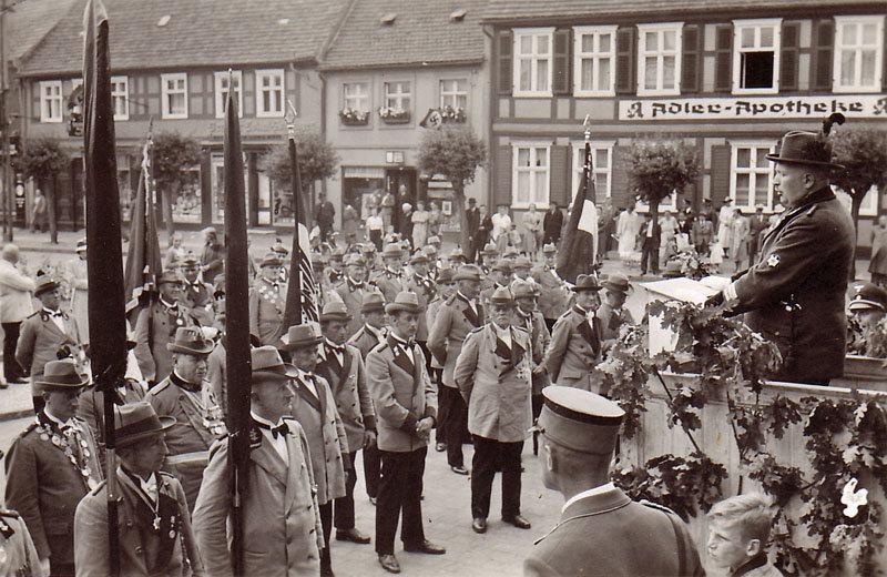 Auf dem Marktplatz in Wusterhausen - Begrüßung