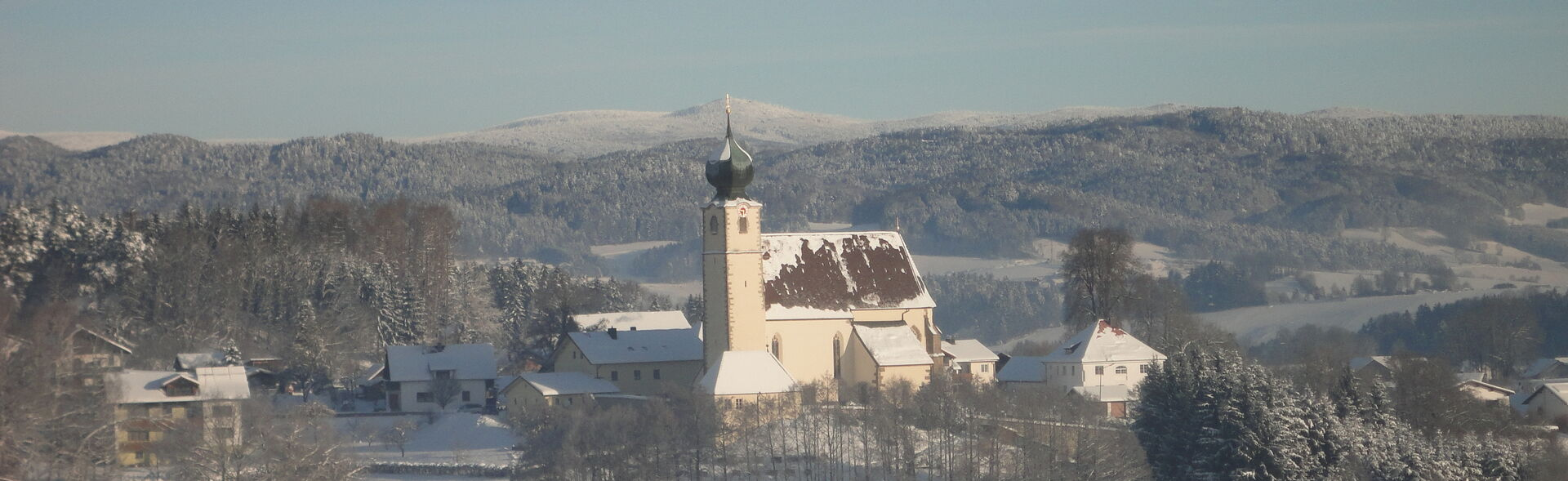 Blick zur Kirche St. Brigida in Preying