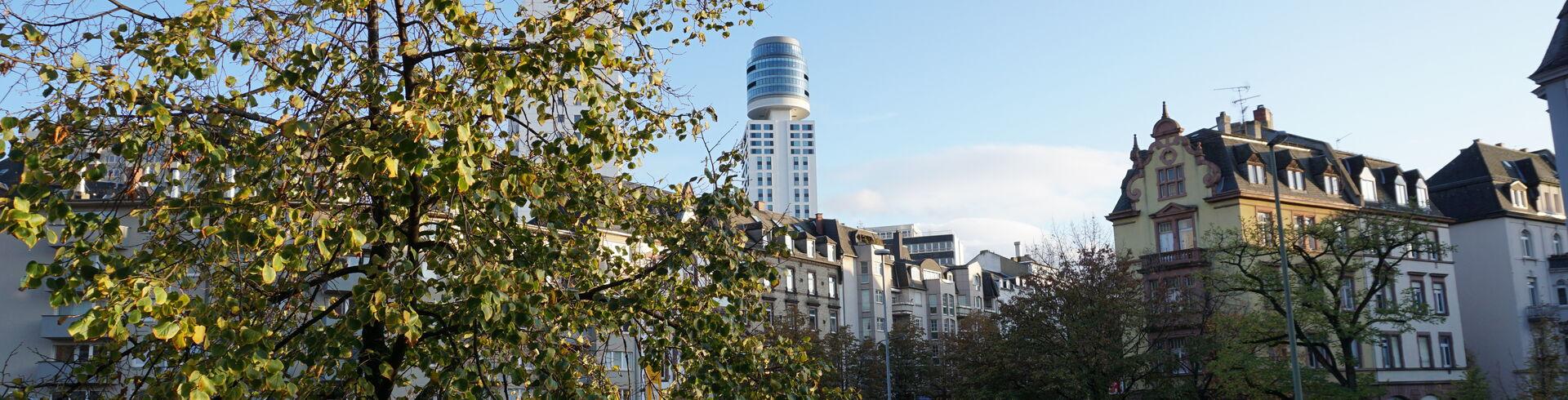 Blick aus der Fachambulanz auf den Henninger Turm Frankfurt