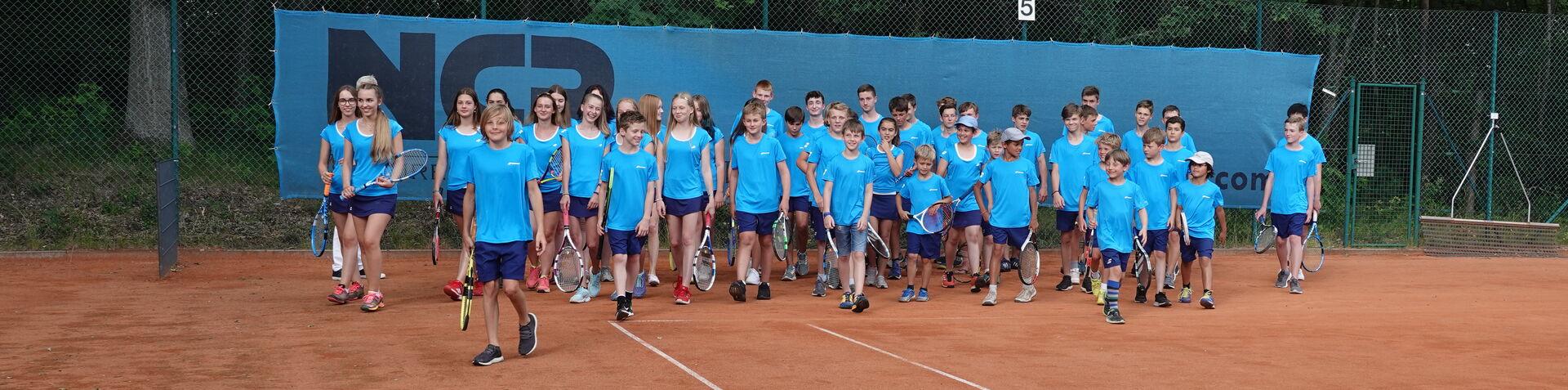 Neueinkleidung der Tennisjugend durch Peter Söll von NCP