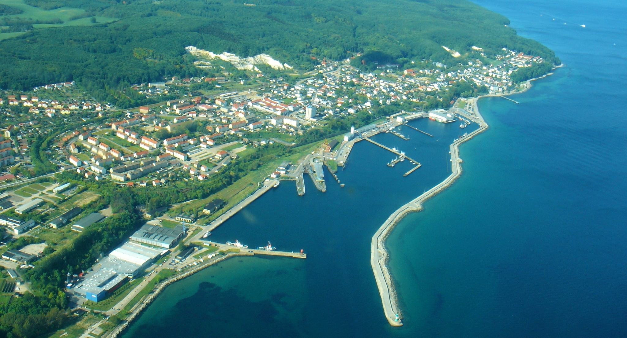 Sassnitz mit dem Stadthafen