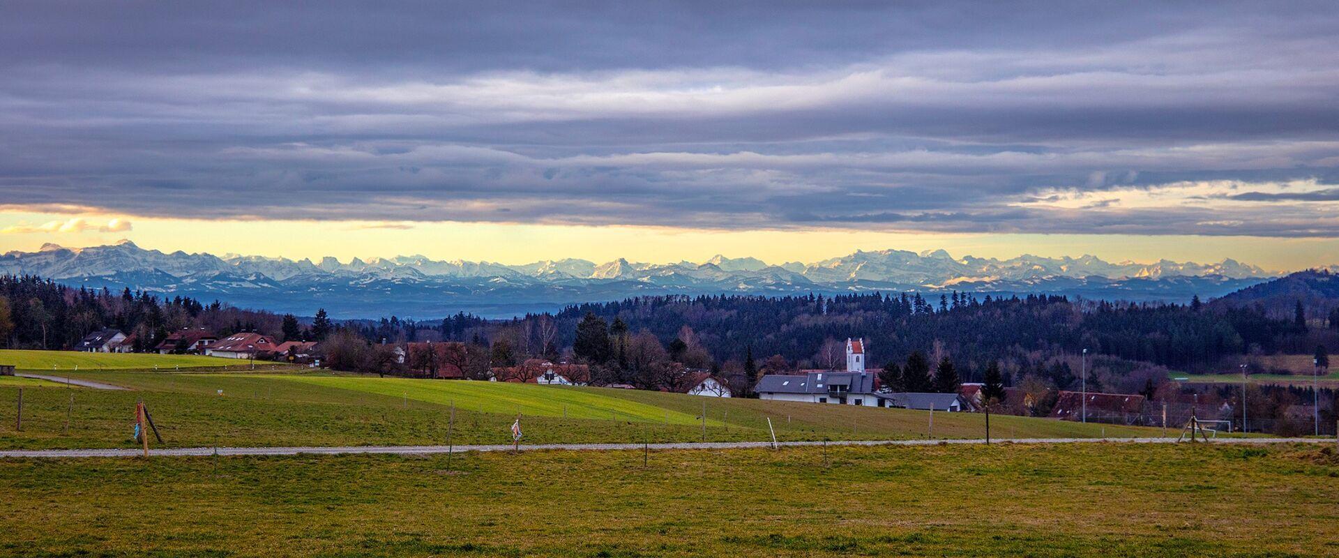 Schönach mit Alpen