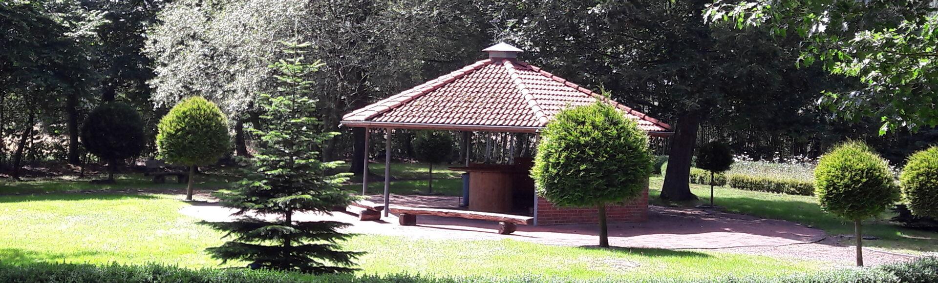 Ansicht eines kleinen Pavillon in der Gemeinde Moorweg