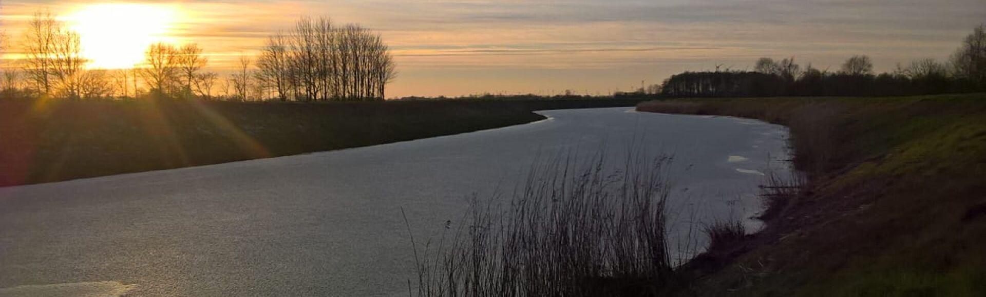 Ansicht eines Flusses in der Gemeinde Moorweg
