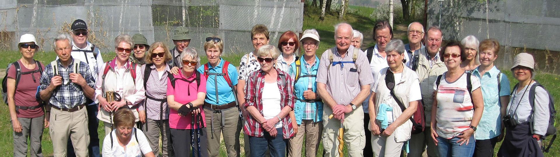 Samstagswandergruppe am ehem. Grenzzaun im Fallstein