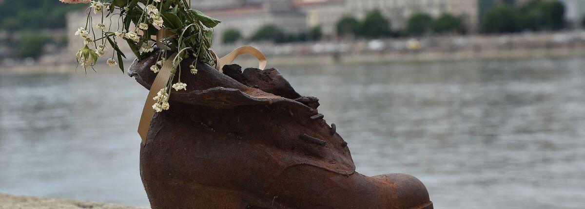Danube – in memory of the Shoa