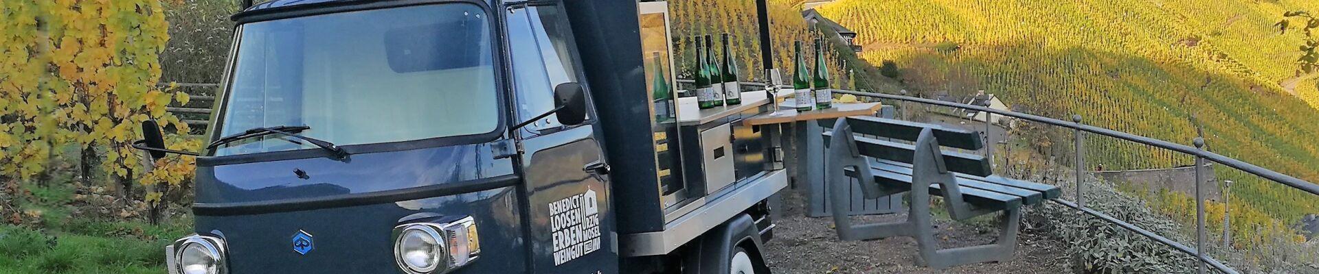 Weinprobe an der mobilen Vinothek mit dem WeinGut Benedict Loosen Erben