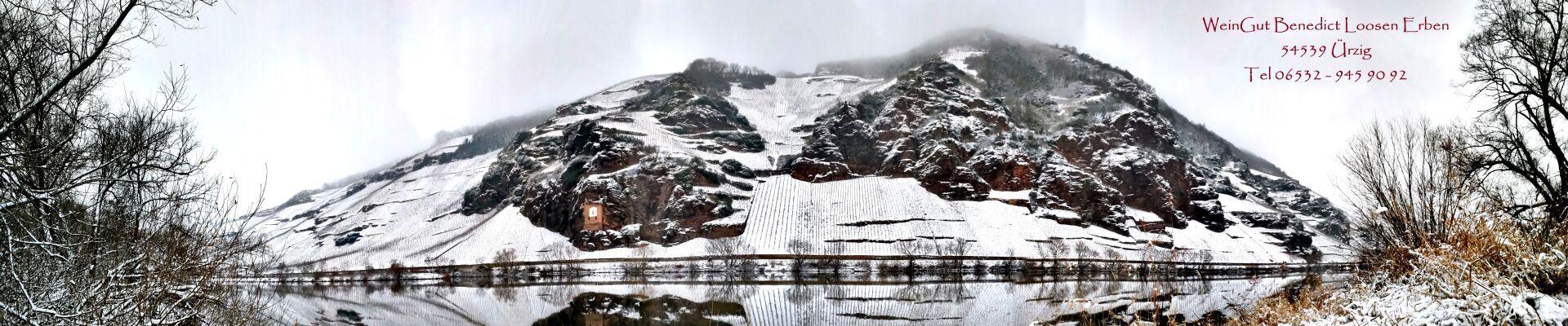 Felsenlandschaft mit Ürziger Sonnenuhr im Winter