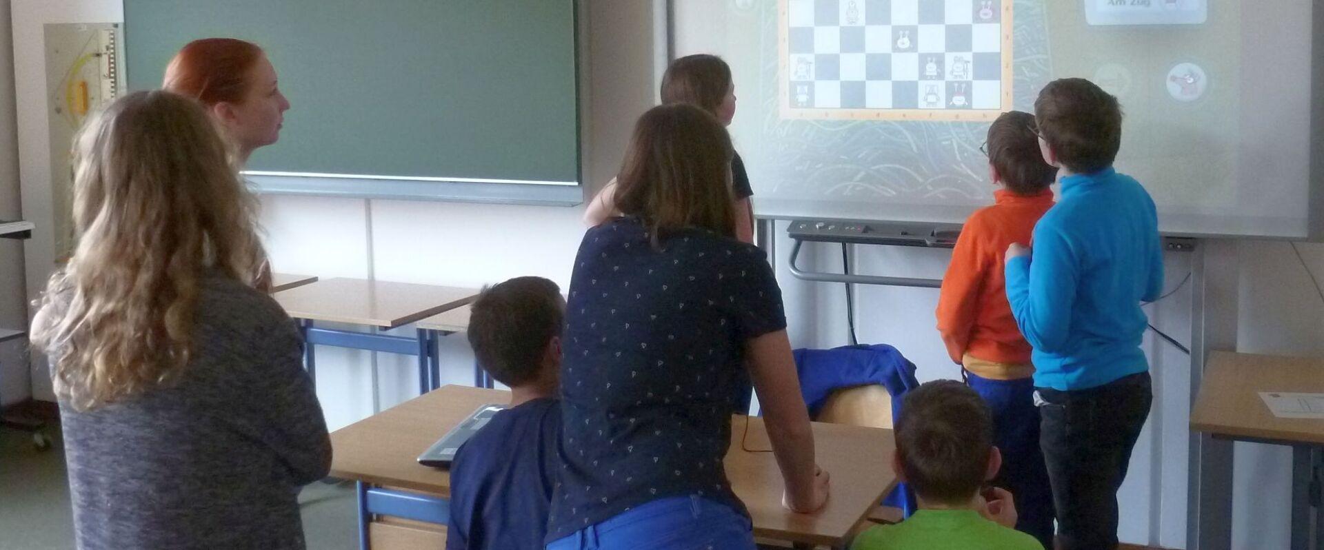 Jugendtag anlässlich der Heilig-Rock-Tage: Schach spielen