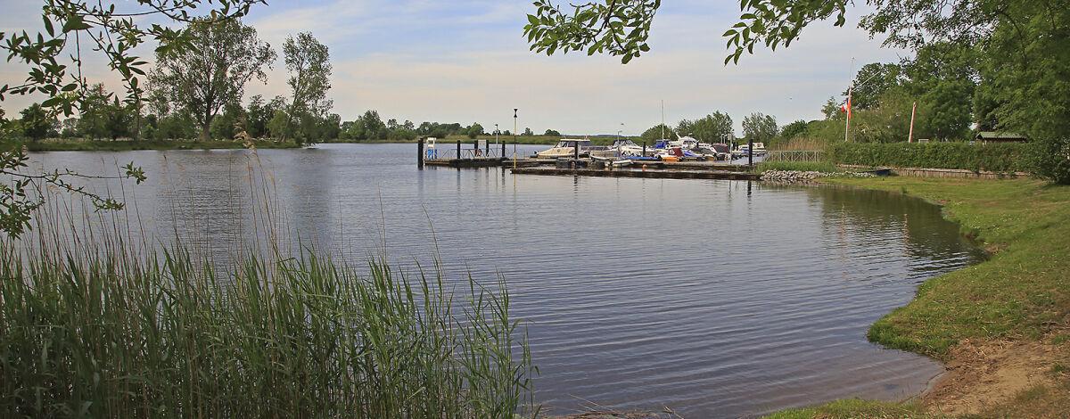Sportboothafen im Ortsteil Bargen