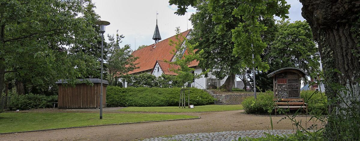 Platz der Begegnung und St. Marien-Magdalenen Kirche