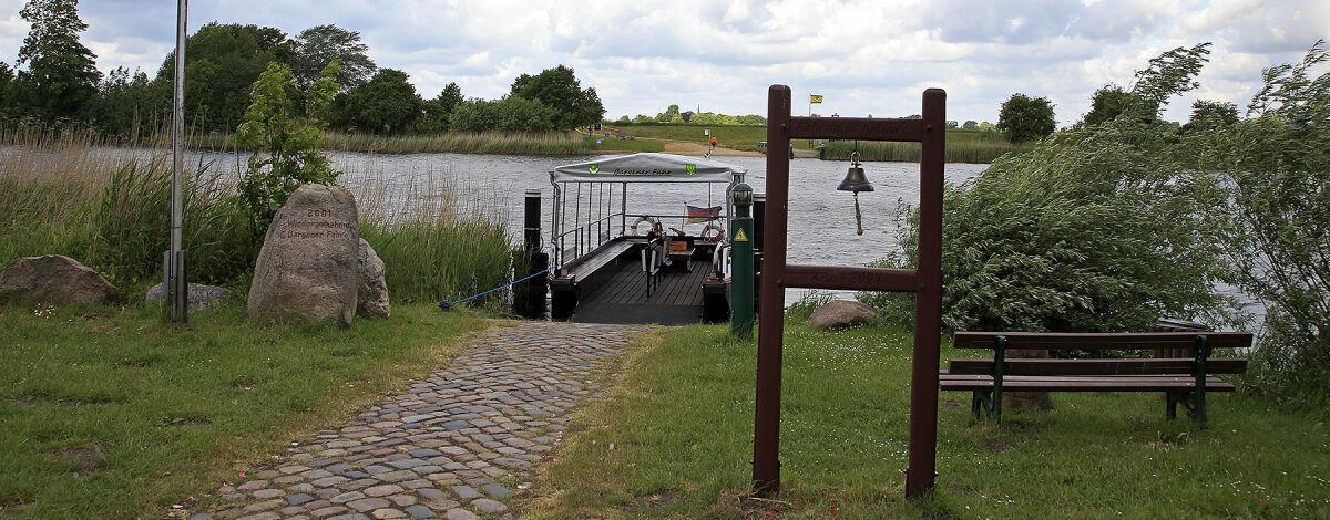 Fährverbindung über die Eider von Bargen und Delve