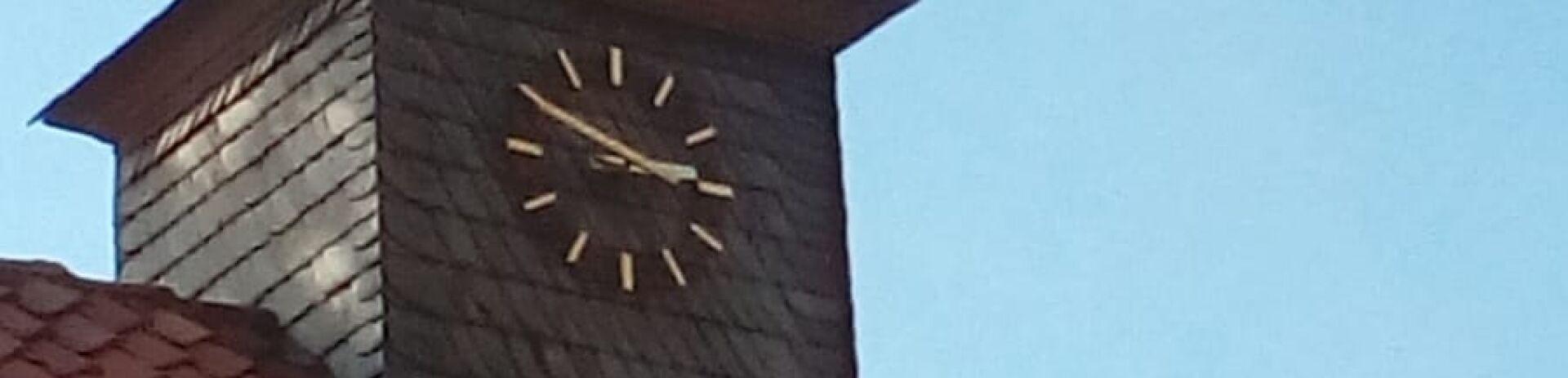 Turmuhr an der Grundschulle Ahrbergen